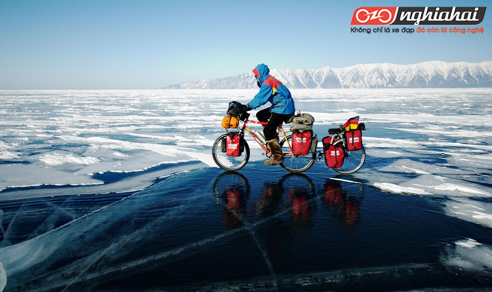 Đạp xe trên băng tuyết 1