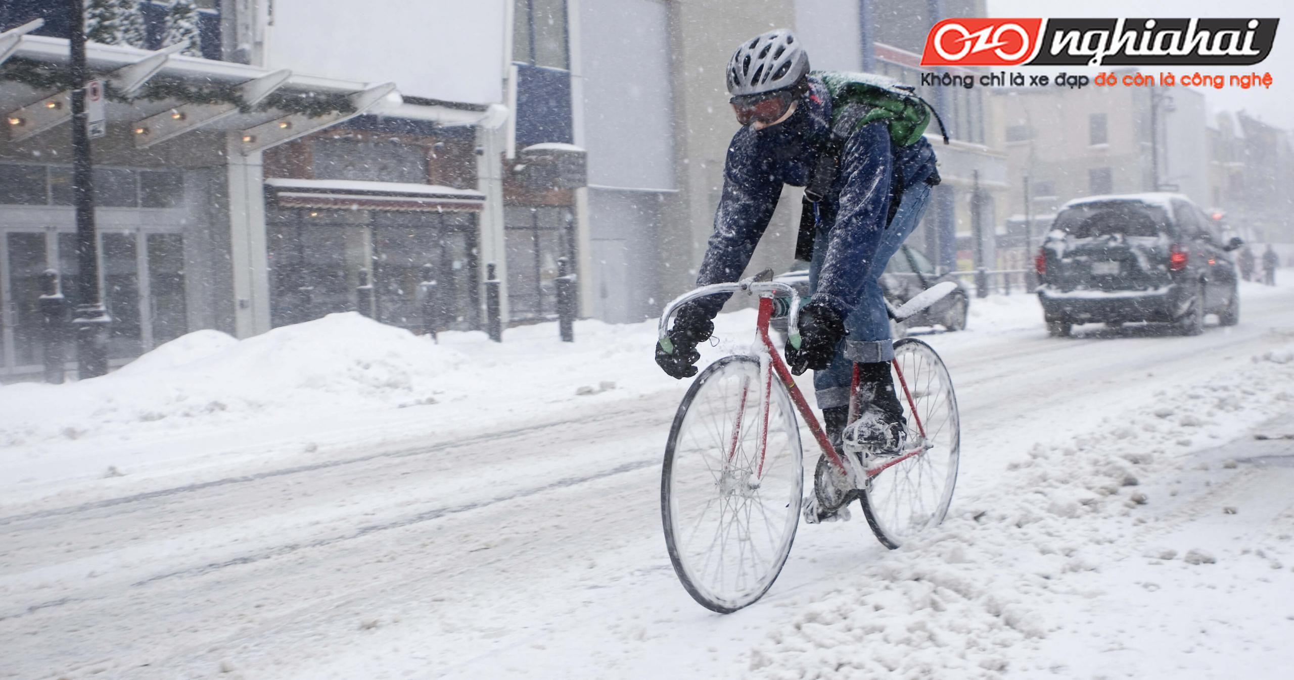 Đạp xe trên băng tuyết 2