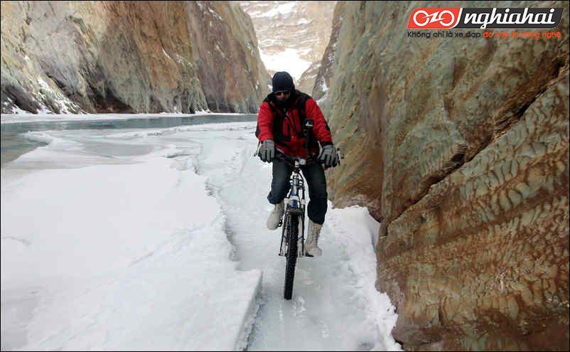 Đạp xe trên băng tuyết 3