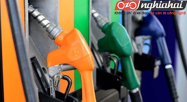 Giá xăng tăng ảnh hưởng đến cuộc sống người dân 3
