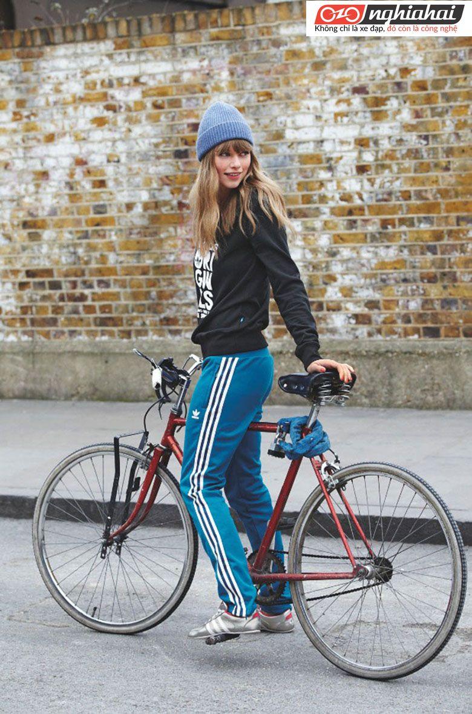 Một vận động viên phối hợp yêu thích đạp xe 1