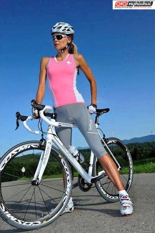 Một vận động viên phối hợp yêu thích đạp xe 2