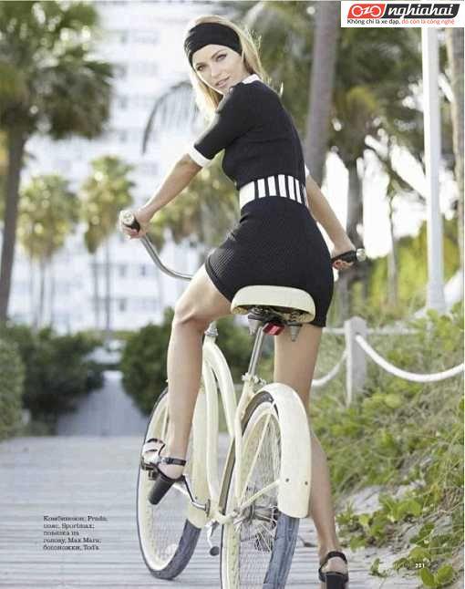 Một vận động viên phối hợp yêu thích đạp xe 3