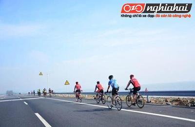 Đi xe đạp đường dài mà bị tê tay thì phải làm thế nào?