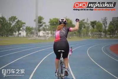 """Hiện nay đang thịnh hành """"ngôn ngữ tay khi đạp xe"""", bạn có thể dùng không ?3"""