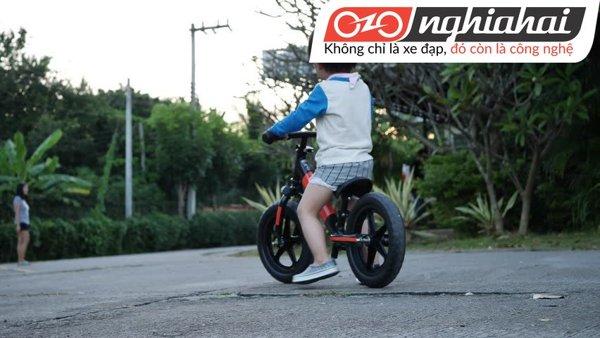 Cách đạp xe đạp trẻ em không bánh phụ 2