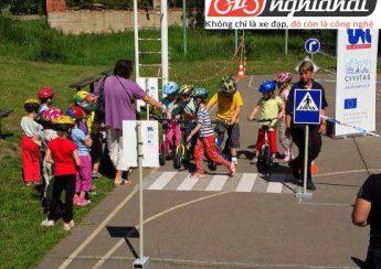 Tìm hiểu dòng xe đạp cân bằng trẻ em OOPS 2
