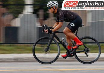 Khăn quàng cho bạn gái đi xe đạp 3
