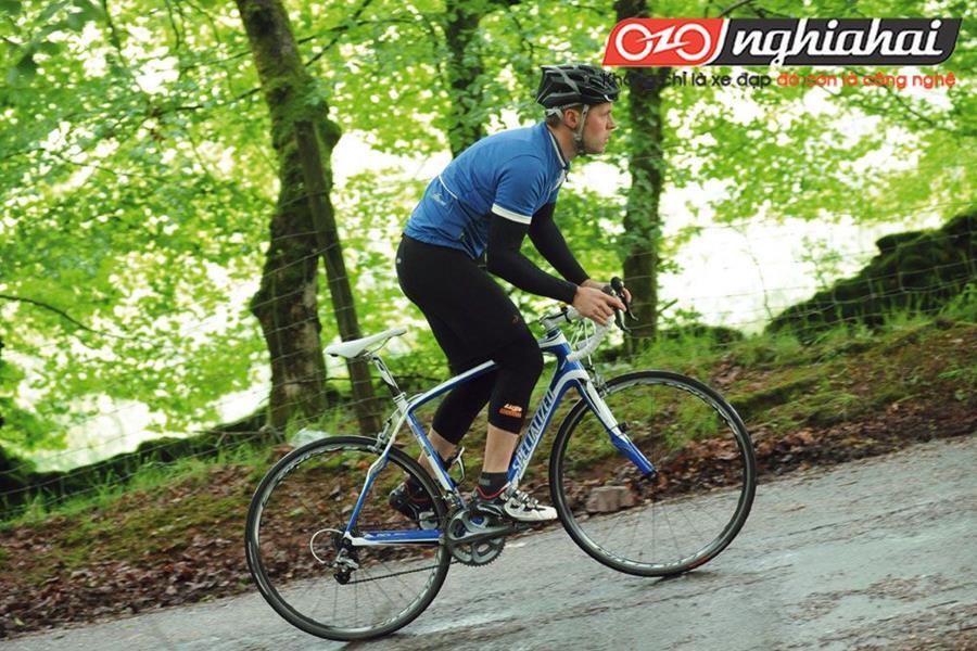 Thực hiện kỹ thuật xe đạp thể thao 3