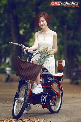Hòa Minzy Khoe dáng cùng xe đạp điện 3