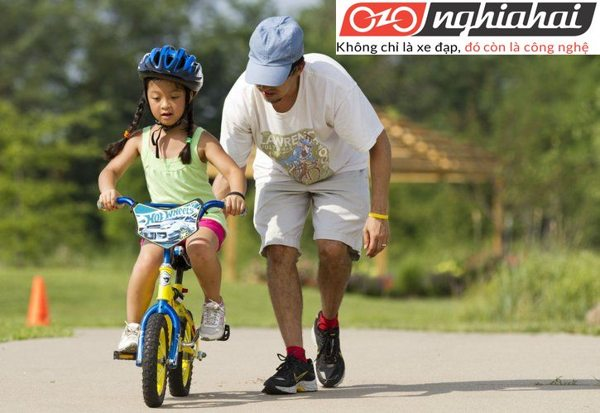 Cách cho trẻ đi xe đạp trẻ em an toàn 1