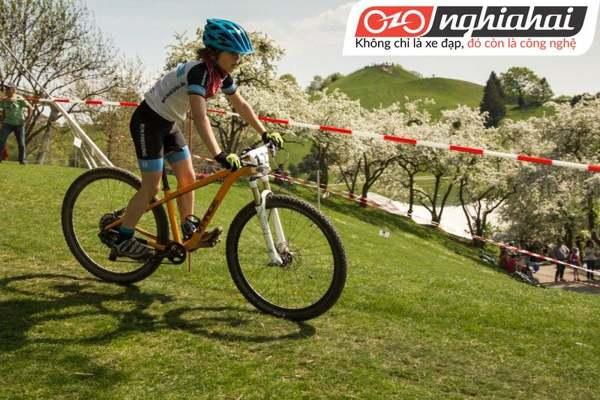 Điều chỉnh khóa để tăng hiệu quả đạp xe cho bé 1