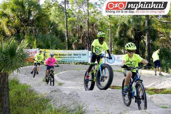 Điều chỉnh khóa để tăng hiệu quả đạp xe cho bé 2