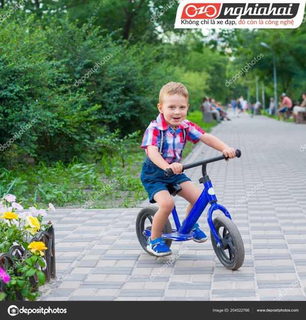 Tư thế đạp xe đạp trẻ em đúng cách 2