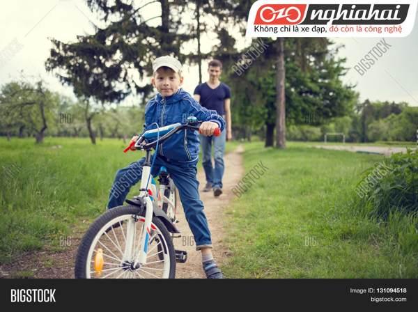 Tư thế đạp xe đạp trẻ em đúng cách 3